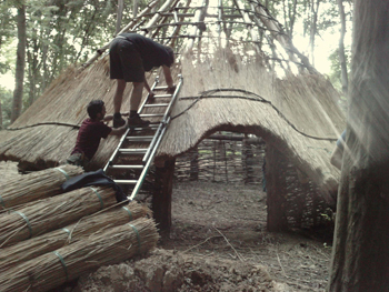 teaching-roundhouse-thatching